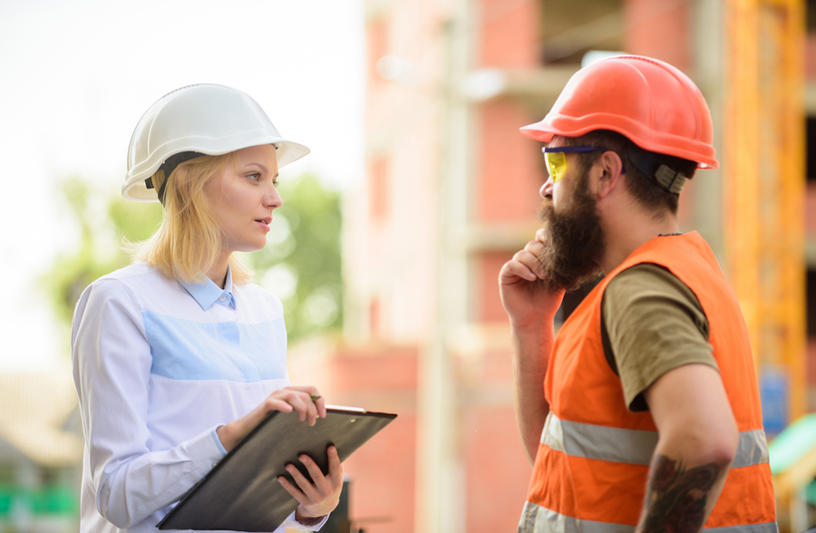 My safety news blog: two construction workers talking.